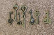 Clefs bronze, 7 modèles, grandeurs variées entre 40x15mm et 23x8mm environ