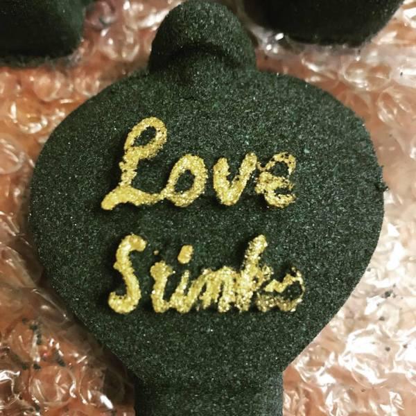 Love Stinks bath bomb