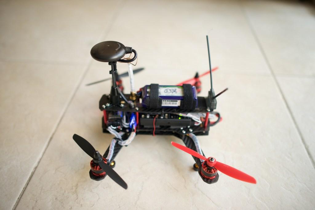 QAV250 clone + Pixhawk + GPS + FPV