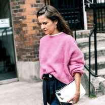 03 Amazing Outfit Ideas for Wearing Oversized Sweaters