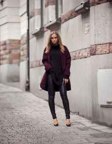 06 Amazing Outfit Ideas for Wearing Oversized Sweaters