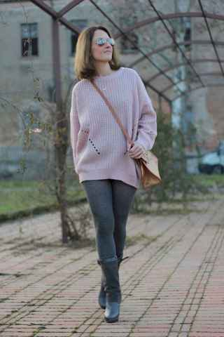 31 Amazing Outfit Ideas for Wearing Oversized Sweaters