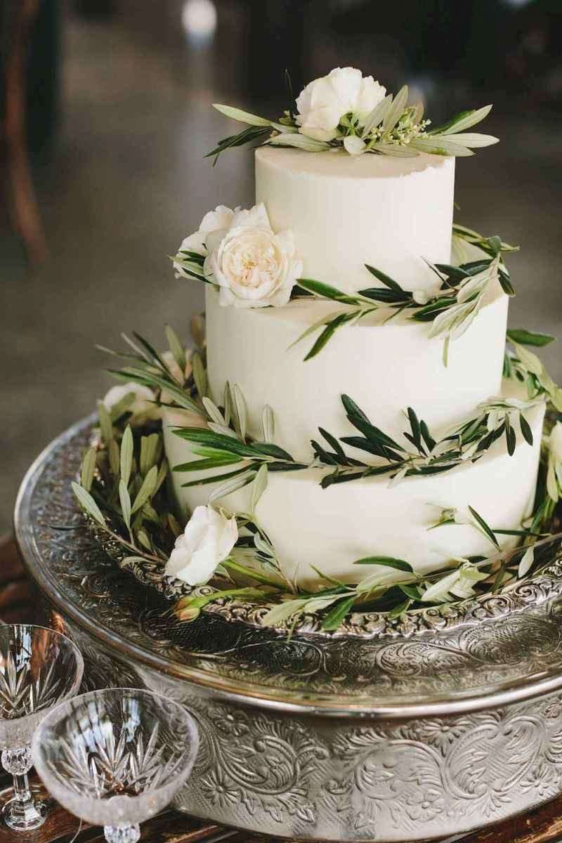 07 Green Wedding Cake Inspiration with Classy Design