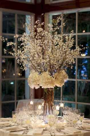 26 Romantic White Flower Centerpiece Decor Ideas