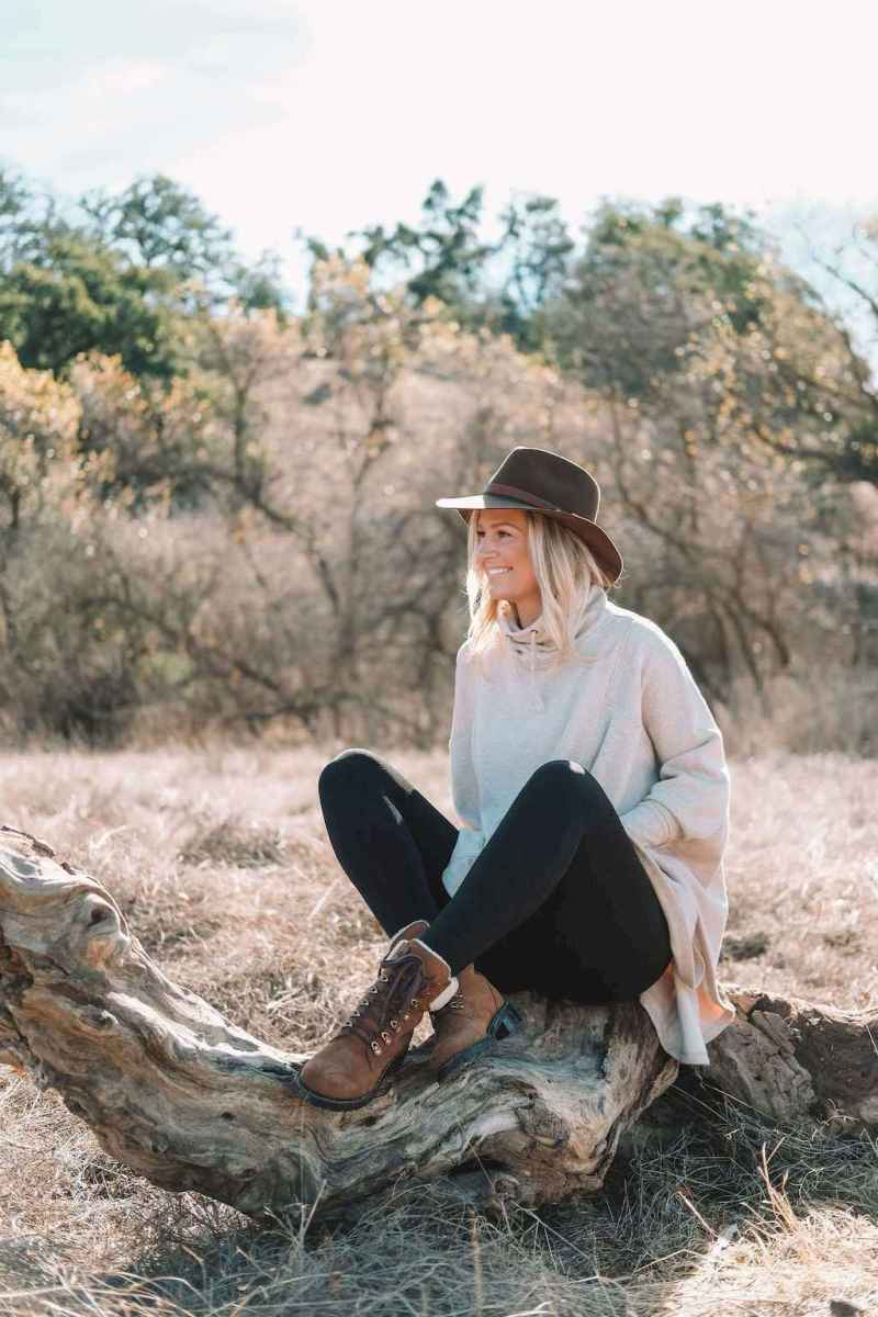 05 Trending Winter Outfits Oversized Poncho Outfit Ideas