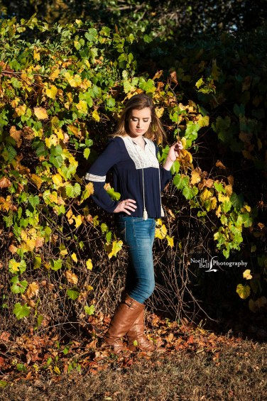 Senior Pictures, senior girl, barn, laughter, noelle bell photography, knoxville tn, hardin valley academy, class of 2017