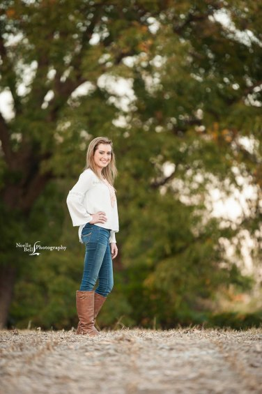 Senior Pictures, senior girl, barn, noelle bell photography, hardin valley academy, class of 2017