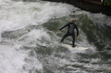 Surfing-Eisbach-River-Munich-Germany-3