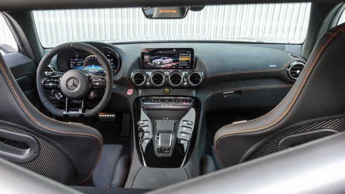 Porsche 911 GT2 RS VS. Mercedes-AMG GT Black Series