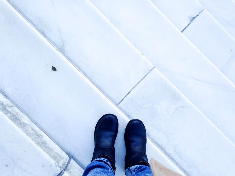 me-lincoln-steps-feet