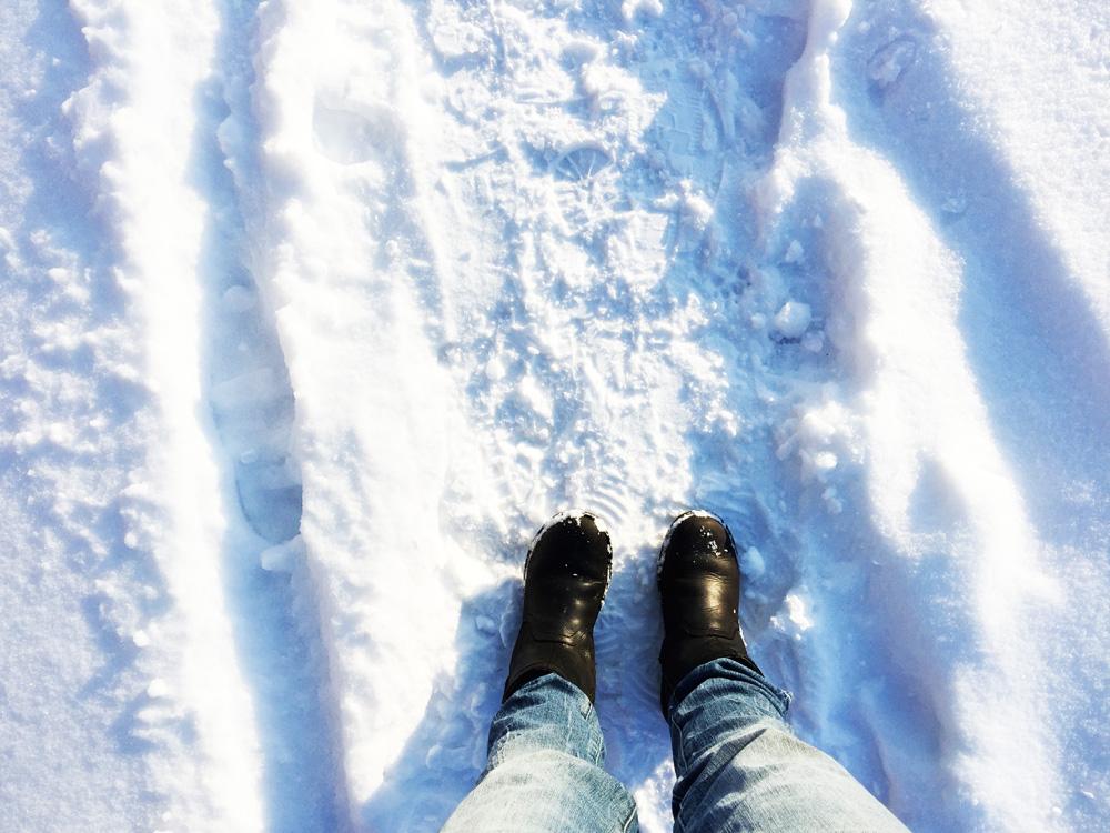 feet-snow