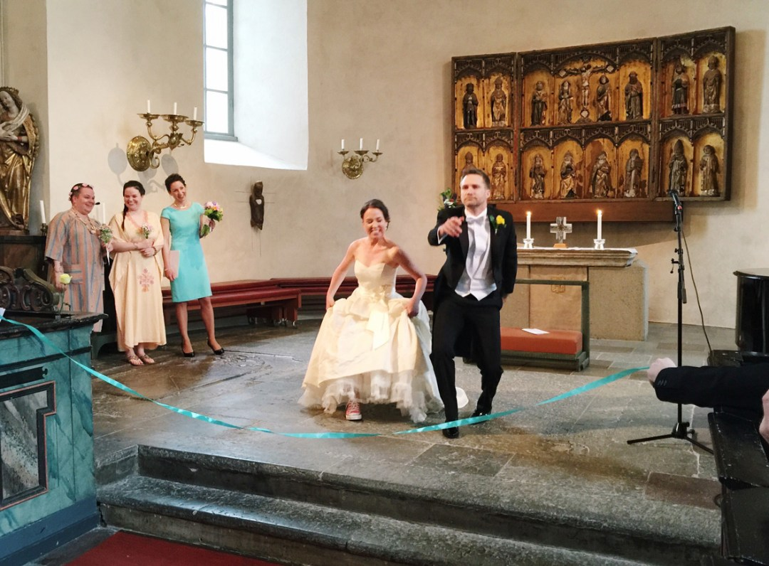 wedding-recession-running