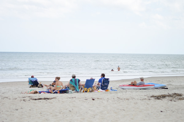 beach family sitting