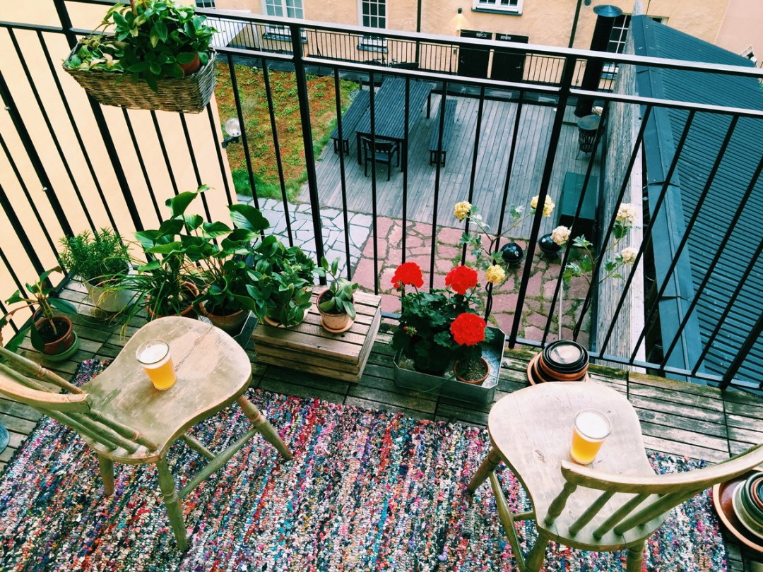 soder-airbnb-balcony