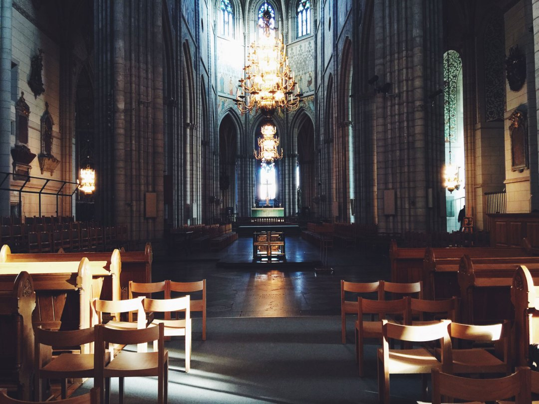cathedral-uppsala-light