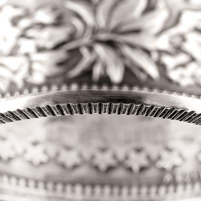 """Bague Belvetica, Frs 2.-, design """"Fleurs"""", noire, brillante."""