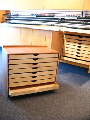 Rolling cabinet