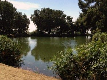 Lakes and streams on hiking trails near Los Angeles are great for refreshing times