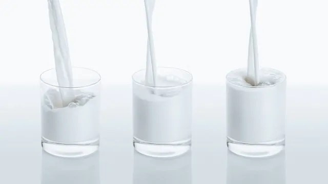 Leite de amêndoas ou leite de vaca