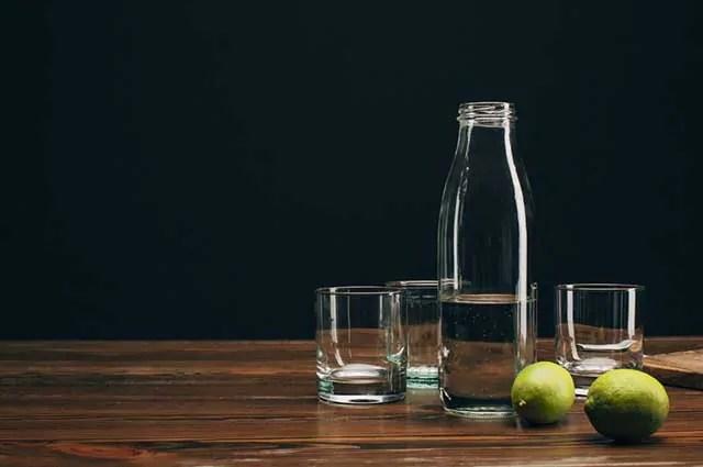 Utilizar o limão na limpeza do micro ondas garante a eliminação dos maus odores