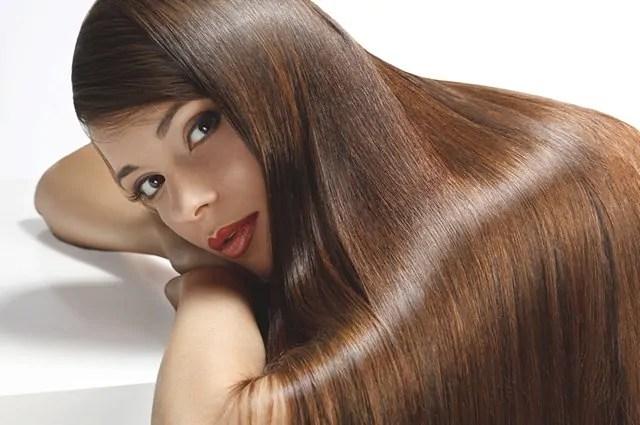 A selagem capilar serve para fechar as cutículas do cabelo, disciplinando e dando brilho