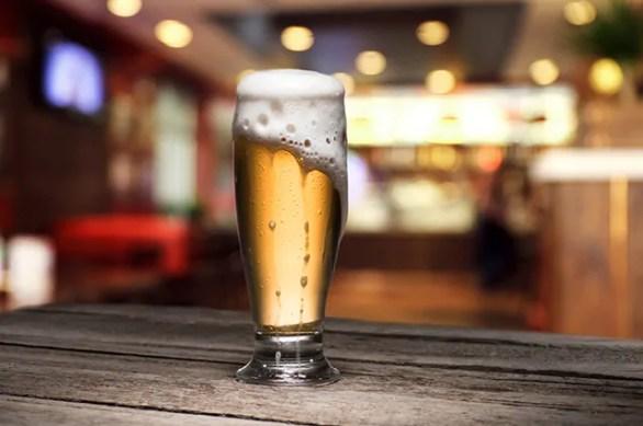 entre-os-alimentos-inflamatorios-mais-perigosos-esta-a-bebida-alcoolica-como-a-cerveja 7 dicas certeiras para emagrecer o rosto