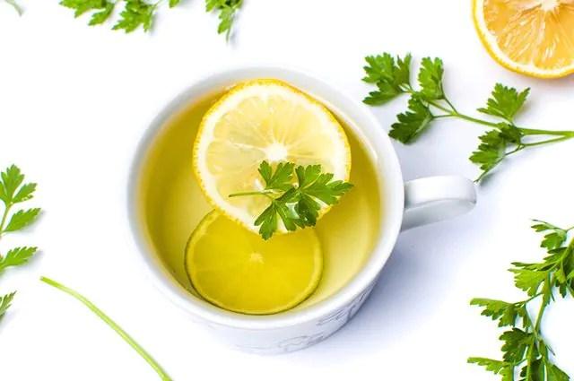 O chá de salsa é um aliado da saúde renal devendo ser usado para prevenir problemas nos rins