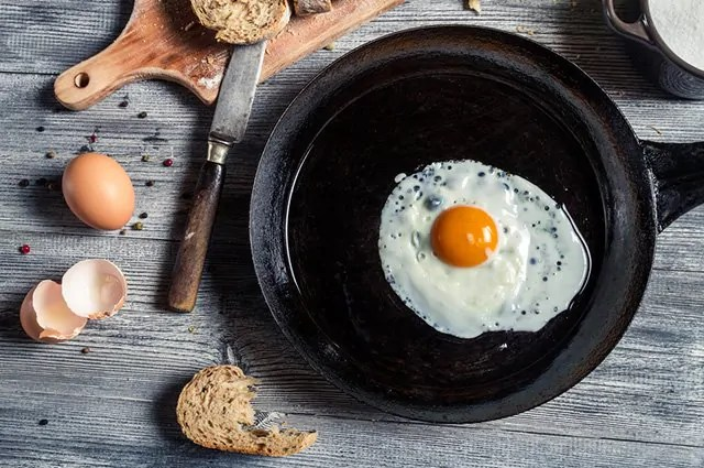 Método saudável: veja como fritar ovo na água