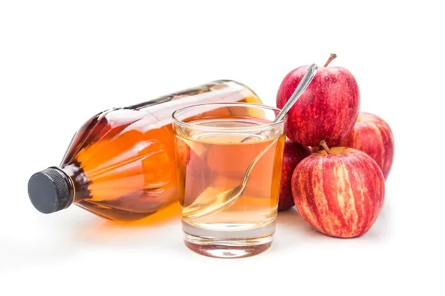 O vinagre elimina as caspas pois é antifúngico, antibacteriano e anti inflamatório