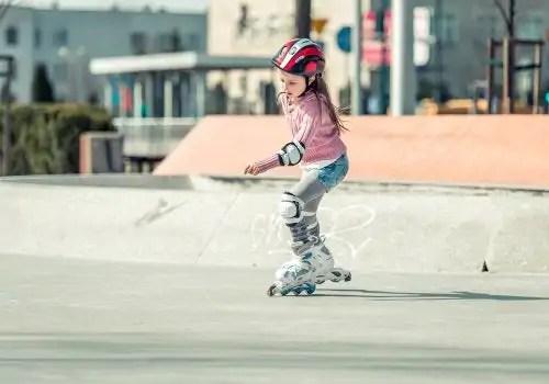 Passos para ensinar uma criança a andar de patins inline