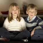 É bom que as crianças assistam muita televisão?