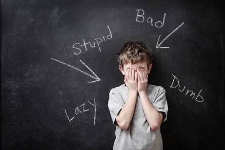 dinamicas-de-autoestima-para-criancas-que-podem-ser-realizadas-na-escola A dinâmica do trabalho de grupo na sala de aula