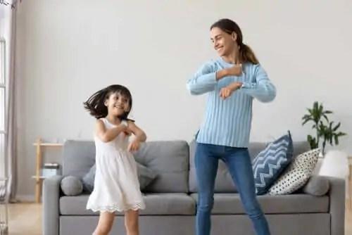 a-cuidadora-e-as-criancas O papel do doador cuidar dos filhos