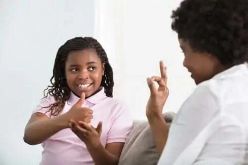 ser-mae-de-uma-crianca-surda Que é o pai de uma criança com deficiência auditiva