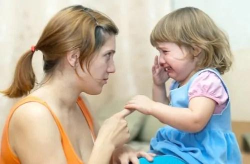 como-abordar-as-brigas-entre-irmaos 3 dicas sobre como ajudar seu filho a resolver conflitos