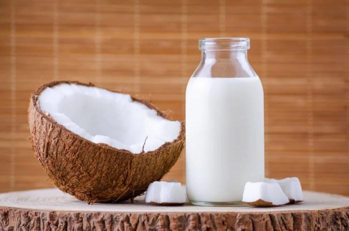 receita-leite-de-coco-caseiro Hidronutrição dos cabelos incrível a base de leite de mandioca e coco