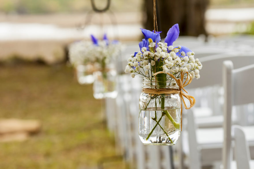 These Mason Jar Wedding DIY Projects Are Perfectly Rustic