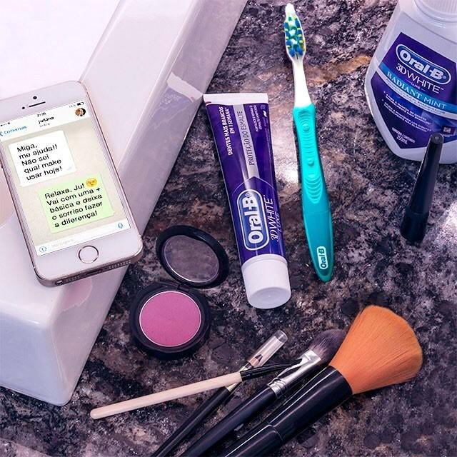 Nova escova dental elétrica e descartável promete ajuda extra para branquear o sorriso