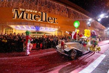 Chegada do Papai Noel do Mueller inicia o Natal de Curitiba