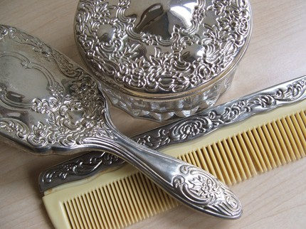 Vintage Brush & Comb Set from Vintage Butterfly 94 (Etsy) 415