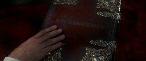 El libro que cualquier becario en artes oscuras debe tener, el Necronomicón