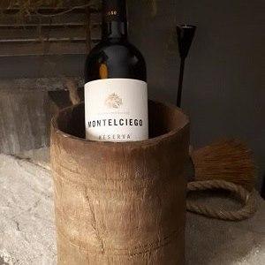 wooden bowl original met fles wijn
