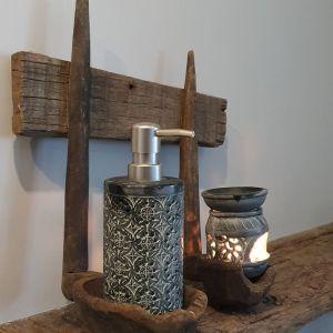 Oude lepel rek -gemaakt van oude houten lepels