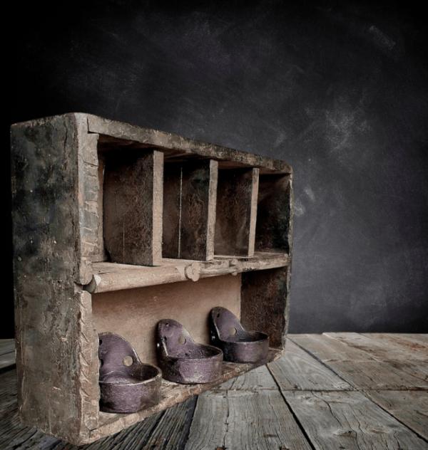 Timmermanskistje zwart van oud doorleefd hout