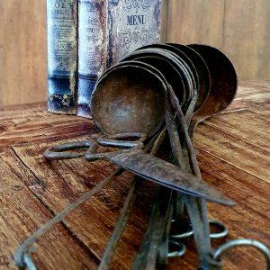 Roestbruine ijzeren oude textielschaar   Benard's Woonaccessoires
