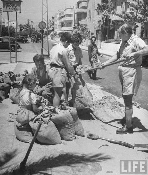 Sandbagging in Tel Aviv. JUne 1948. Frank Scherschel