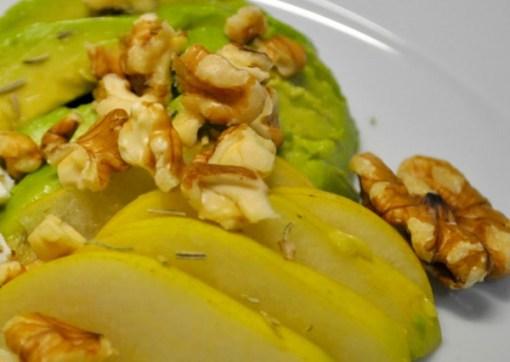 Ensalada de manzana y aguacate con vinagreta de limón