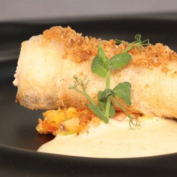Canelón de pollo de corral con crema de verdurita de temporada gratinada
