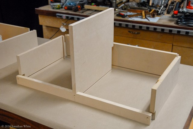 Then I cut all the joinery to assemble the boxes and a 5 millimeter dado for the plywood bottom.