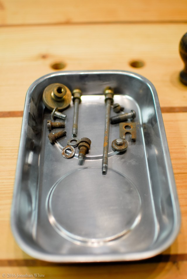 A magnetic parts tray makes it very easy to keep track of all the bits.